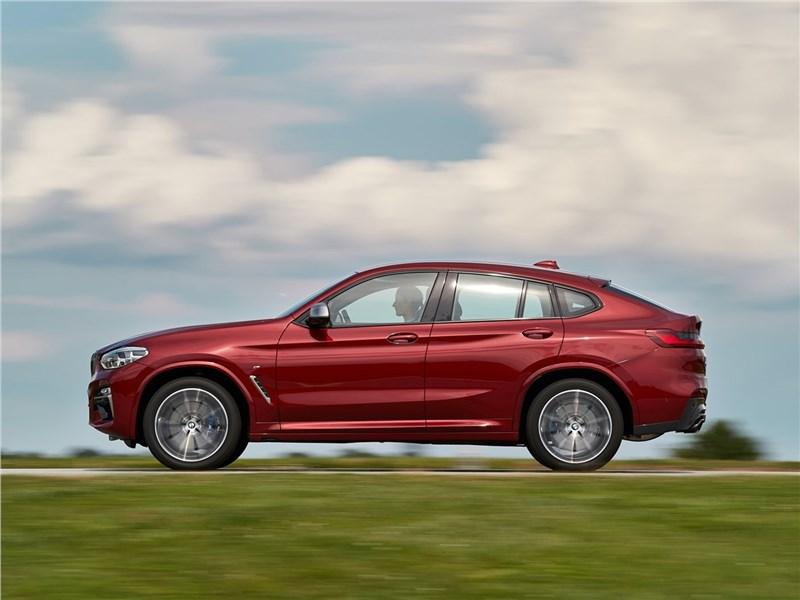 BMW X4 M 2019 вид сбоку