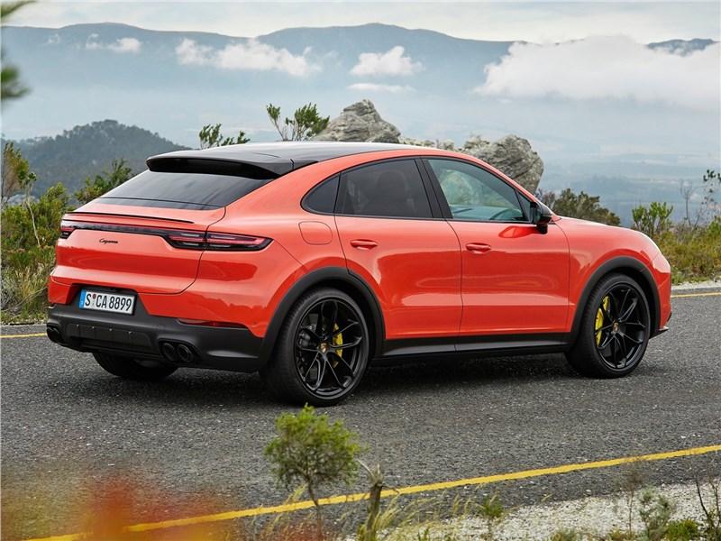 Porsche Cayenne Coupe 2020 вид сбоку сзади