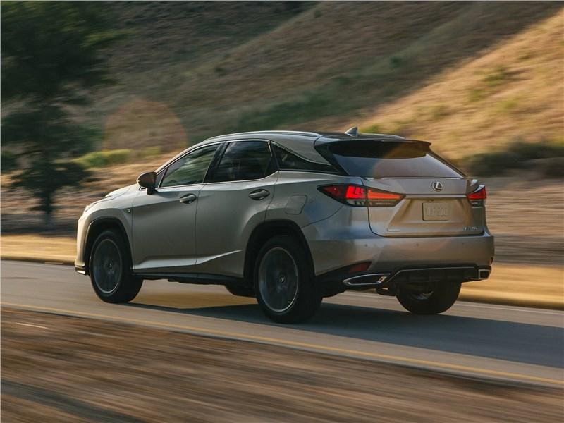 Lexus RX 2020 вид сзади