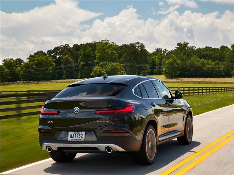 BMW X4 2019 вид сзади