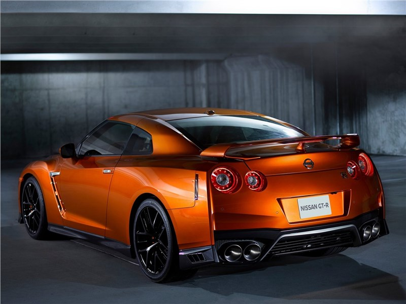 Nissan GT-R 2017 вид сзади