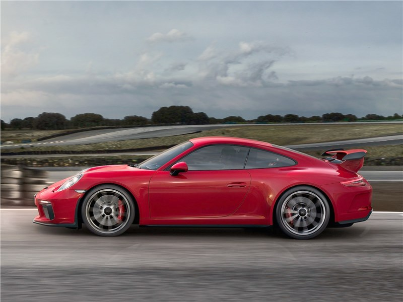 Porsche 911 GT3 2018 вид сбоку