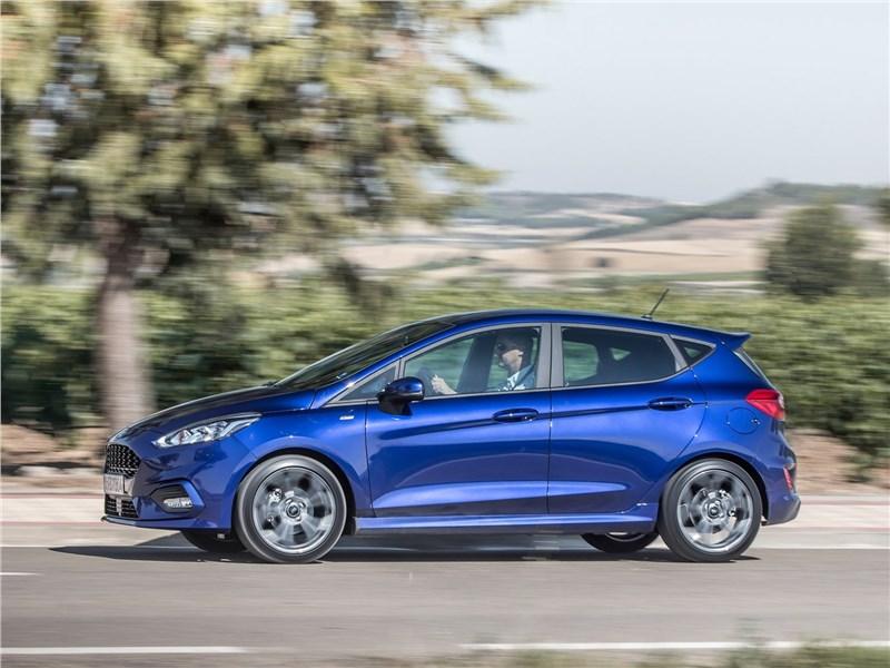 Ford Fiesta 2017 вид сбоку