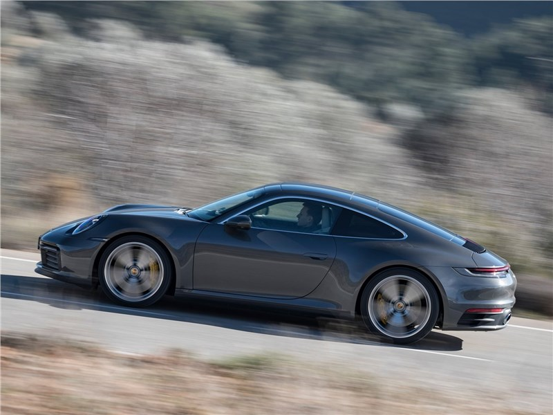 Porsche 911 Carrera 2019 вид сбоку