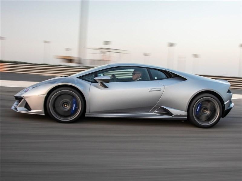 Lamborghini Huracan Evo 2019 вид сбоку