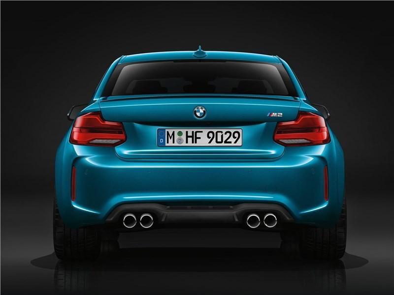 BMW M2 Coupe 2018 вид сзади