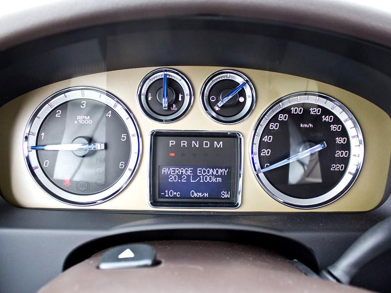 Cadillac Escalade 2009 приборная панель