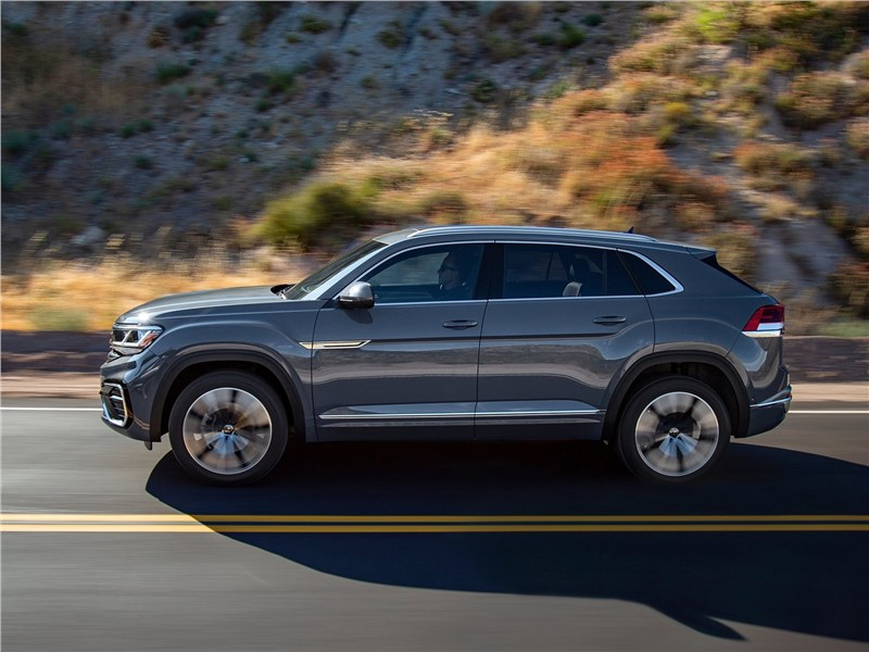 Volkswagen Atlas Cross Sport 2020 вид сбоку