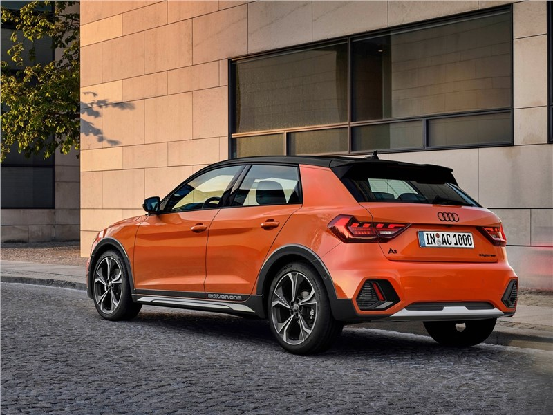 Audi A1 Citycarver 2020 вид сбоку сзади
