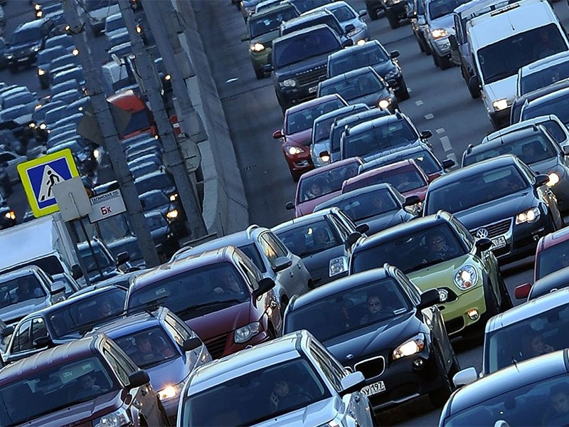 Откажитесь от машин – стране не хватает дорог!