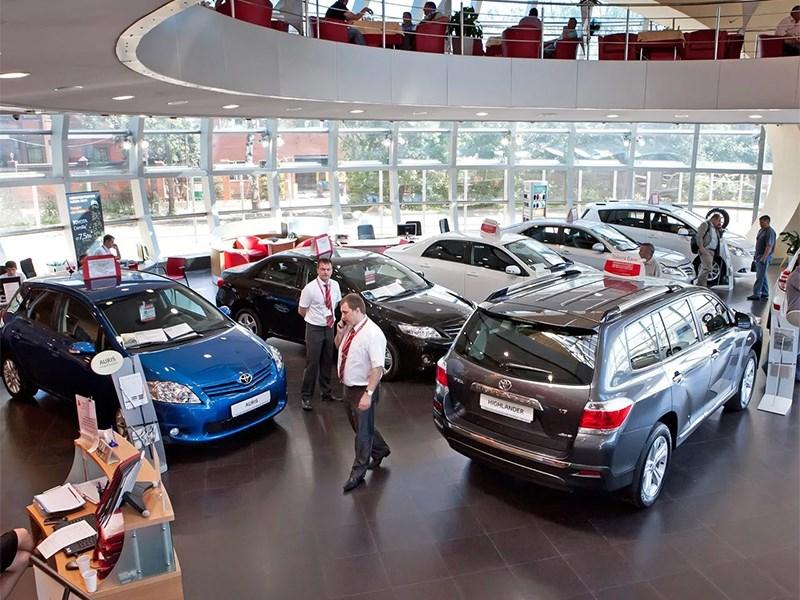 Российский рынок автомобилей падает в бездну