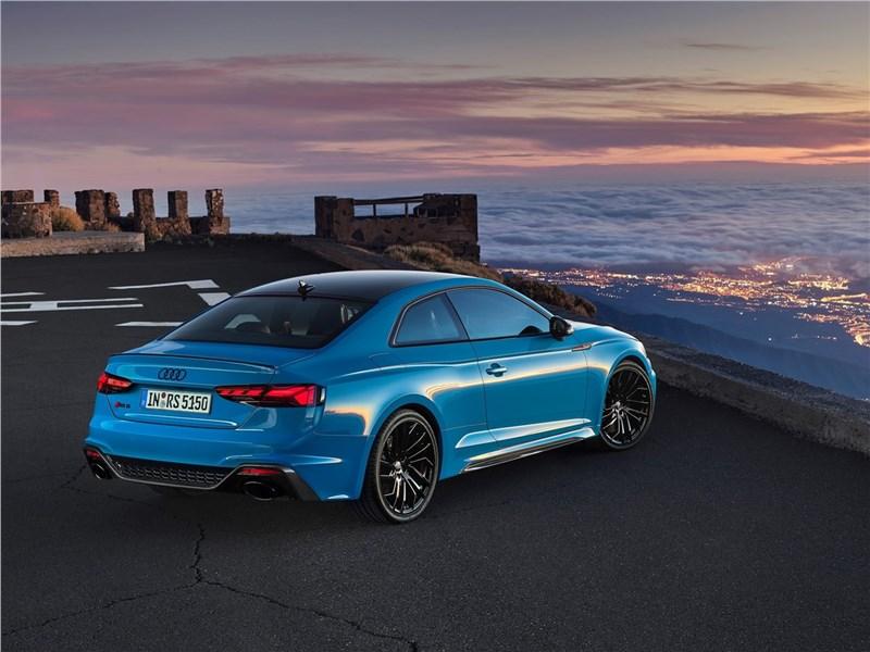 Audi RS5 Coupe 2020 вид сзади