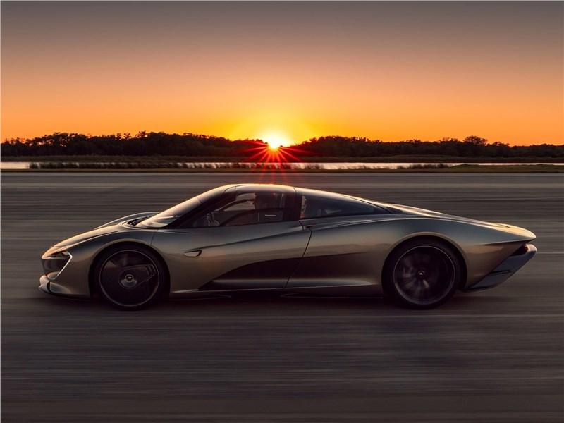 McLaren Speedtail 2020 вид сбоку