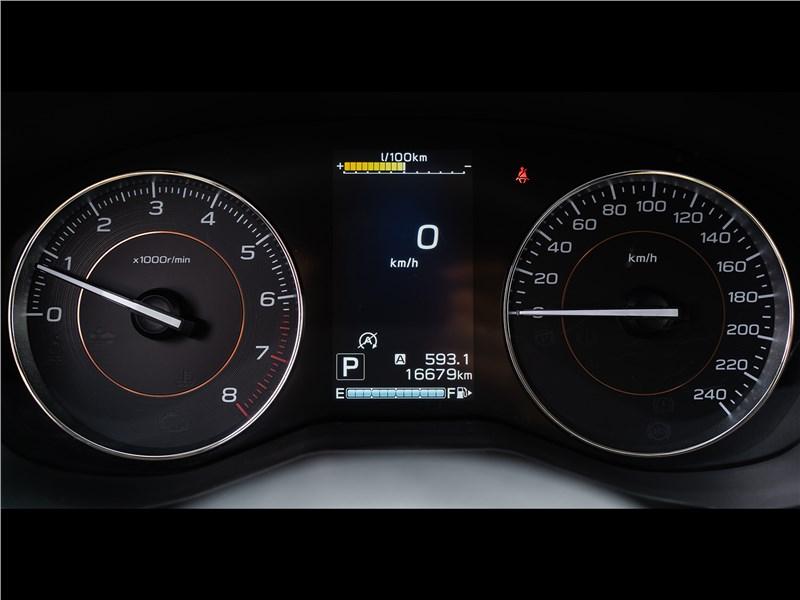 Subaru XV Tokyo 2019 приборная панель
