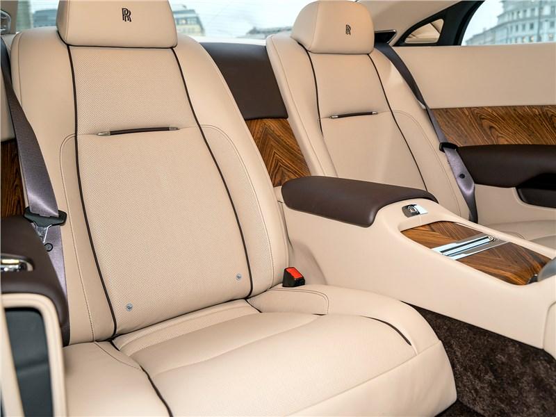 Rolls-Royce Wraith 2014 кресла для пассажиров