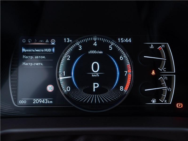 Lexus ES 2019 приборная панель