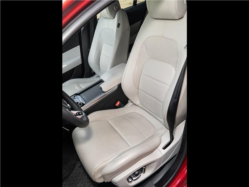 Jaguar XE P250 2020 передние кресла