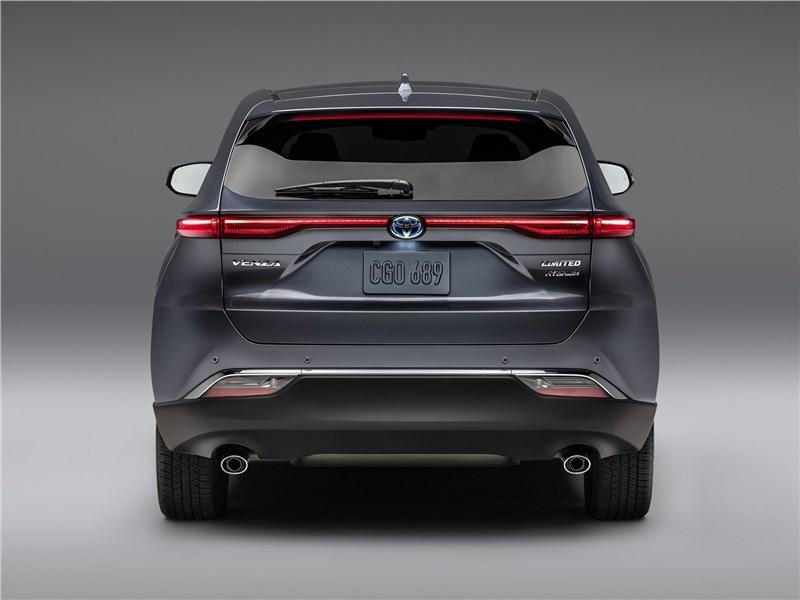 Toyota Venza 2021 вид сзади