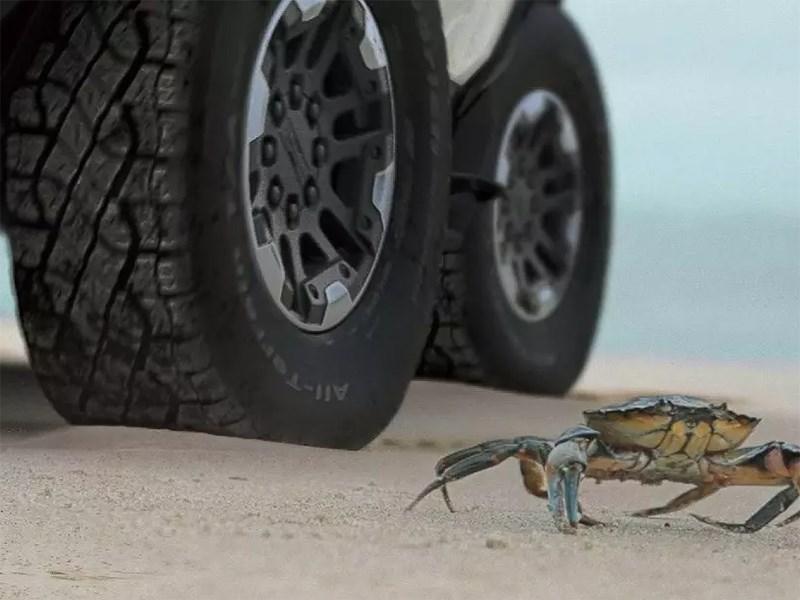 Новый Hummer сможет ездить крабиком
