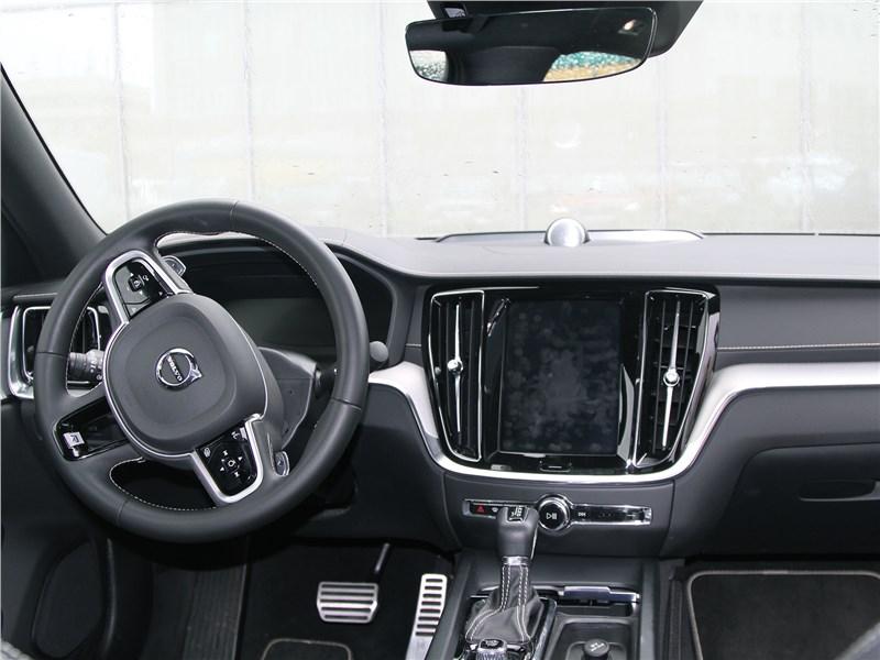 Volvo S60 (2019) салон