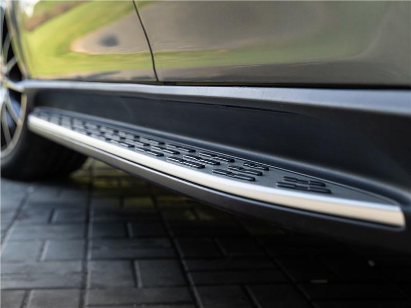 Mercedes-Benz GLE Coupe 2020 порог