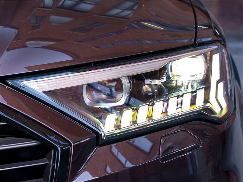 Audi Q7 2020 передняя фара