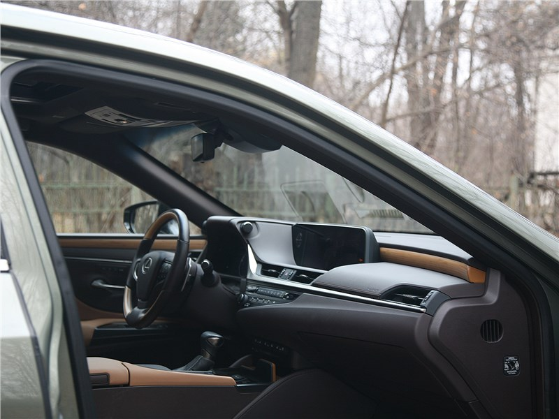 Lexus ES (2019) салон