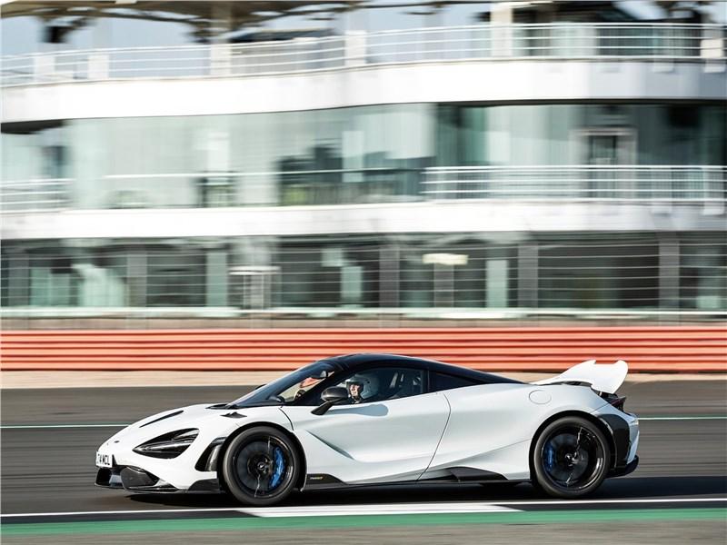 McLaren 765LT (2021) вид сбоку