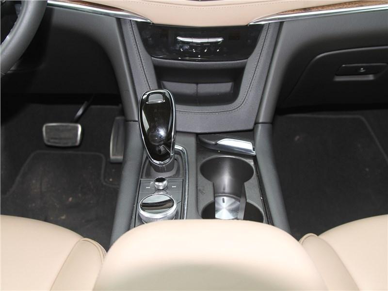 Cadillac XT5 2020 центральная консоль