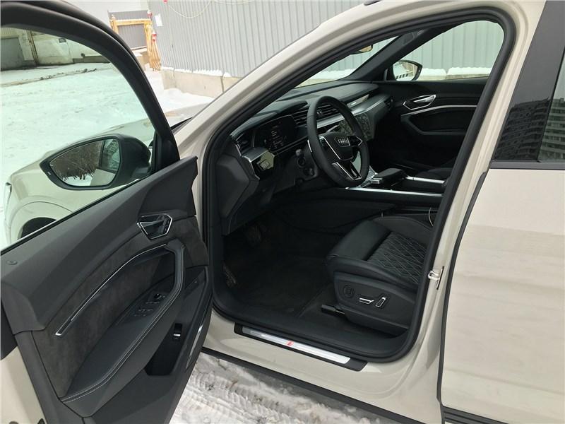 Audi e-tron (2020) салон