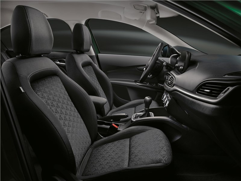Fiat Tipo Cross (2021) передние кресла