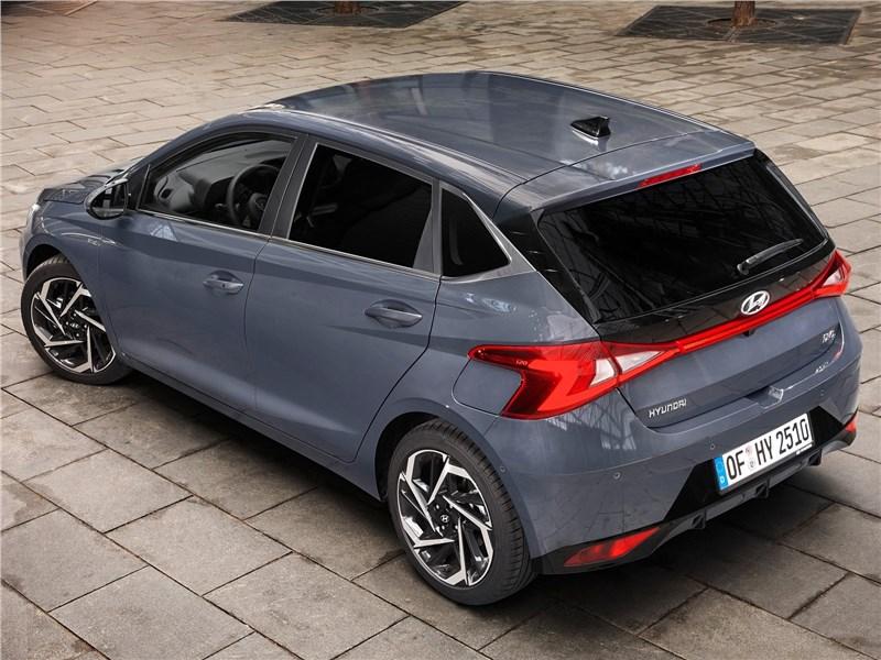 Hyundai i20 (2021) вид сзади