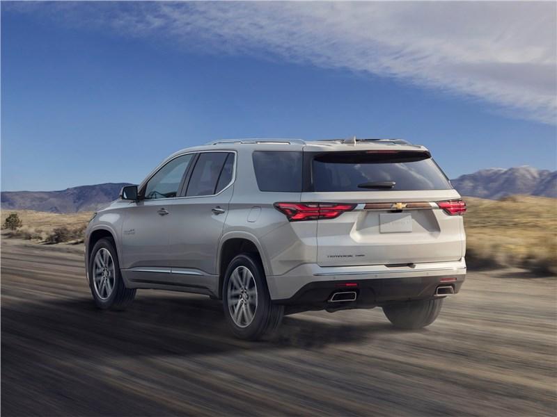 Chevrolet Traverse (2021) вид сзади