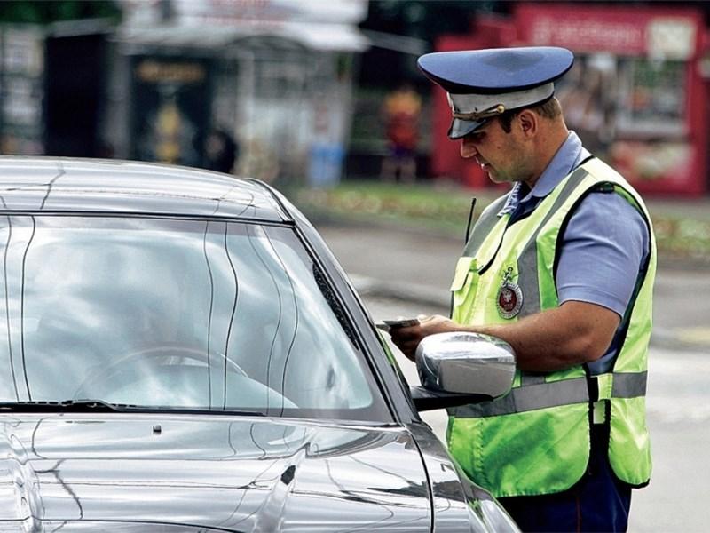 Инспекторы ГИБДД смогут лишать водителей документов на месте