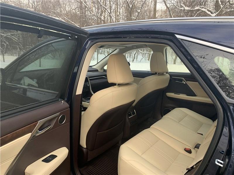 Lexus RX (2020) второй ряд