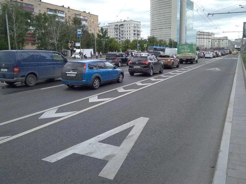Водителям вернут доступ на выделенные полосы