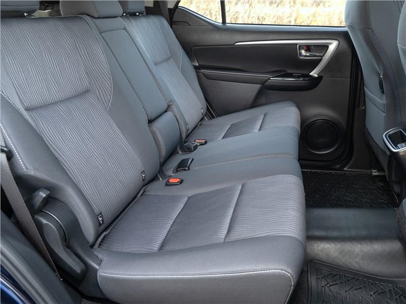 Toyota Fortuner (2021) задний диван
