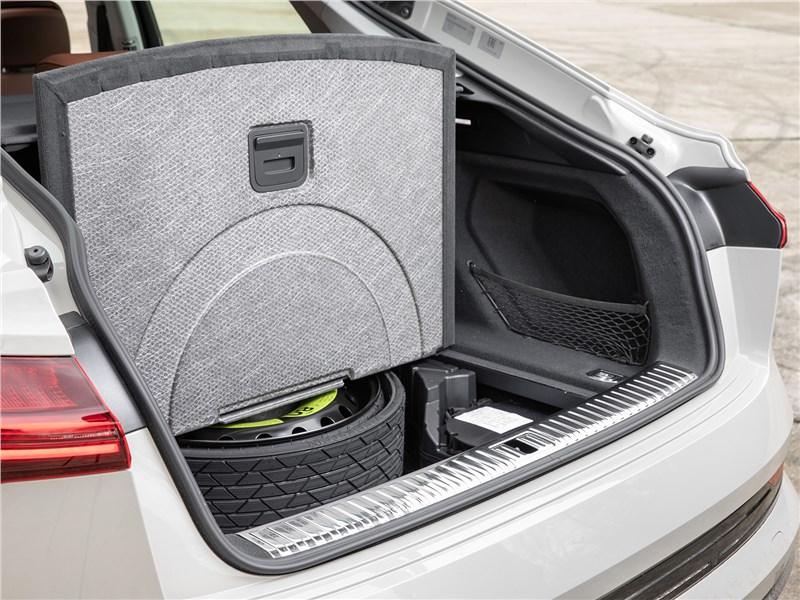 Audi e-tron Sportback (2021) багажное отделение