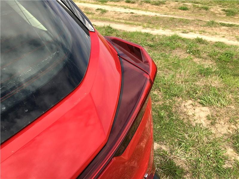 Lexus UX 250H (2019) задний фонарь