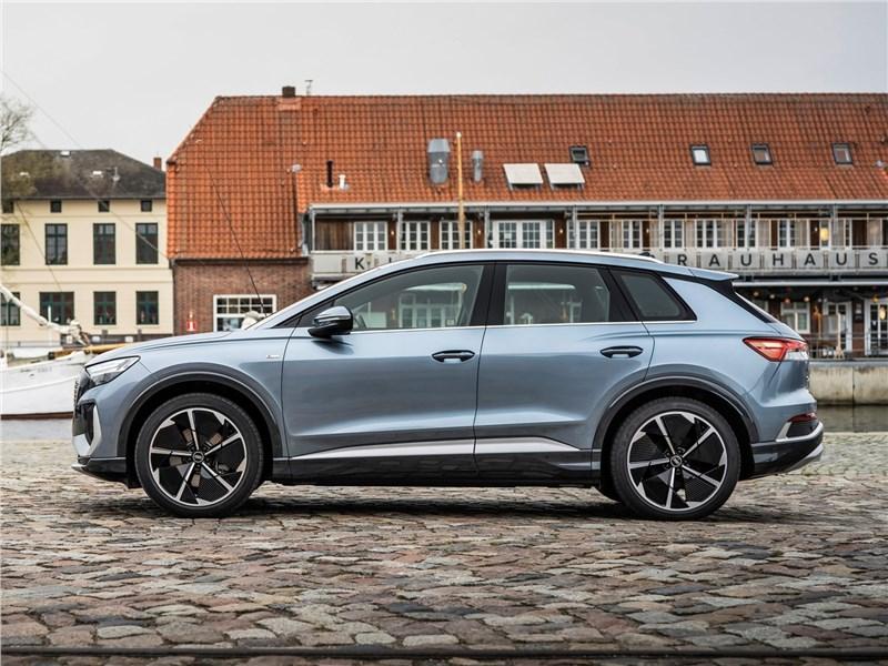 Audi Q4 e-tron (2022) вид сбоку