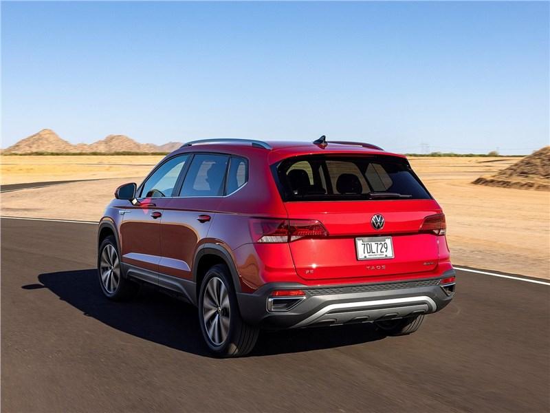 Volkswagen Taos (2022) вид сзади