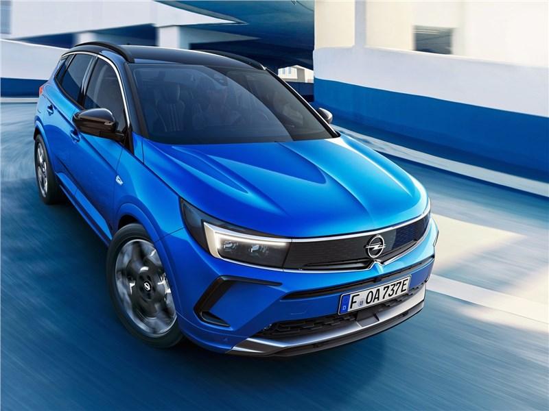 Opel Grandland (2022) вид спереди сверху