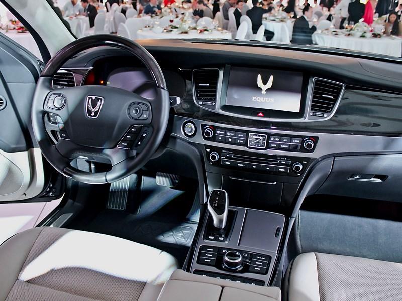 Hyundai Equus 2013 водительское место