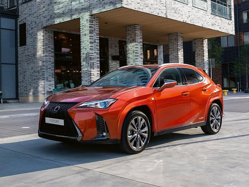 В Lexus слегка обновили дизайн модели UX