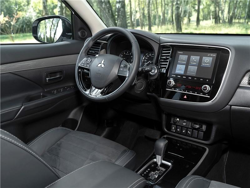 Mitsubishi Outlander (2021) салон