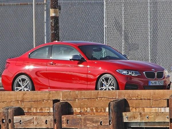 Осенью публике представят купе BMW 2-Series