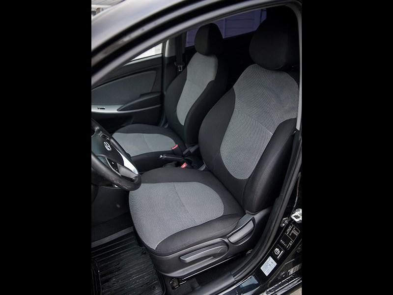 Hyundai Solaris 2012 передние кресла