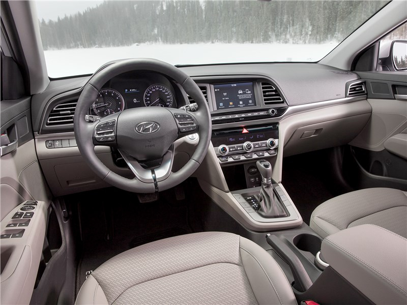 Hyundai Elantra 2019 салон