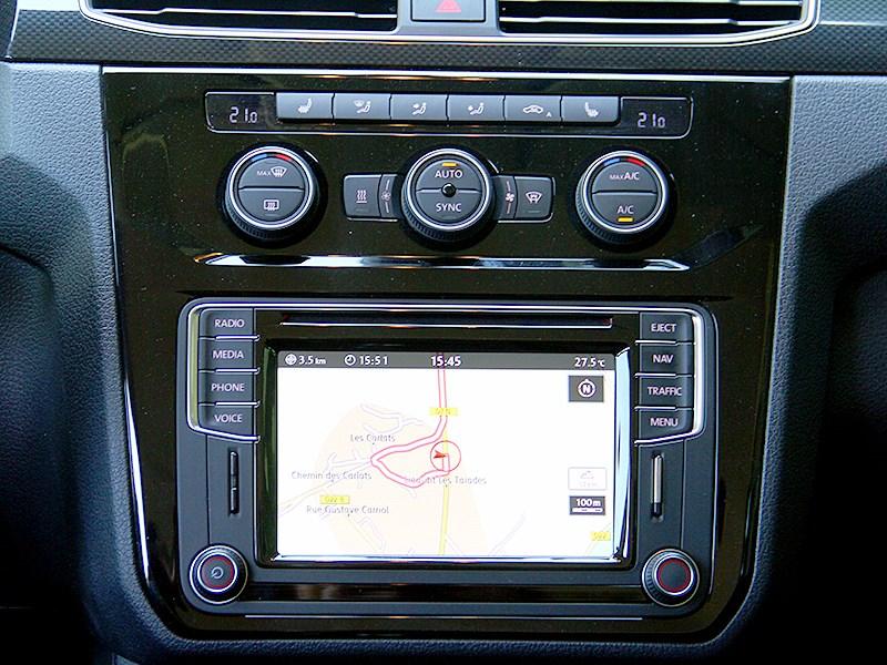 Volkswagen Caddy 2016 центральная консоль