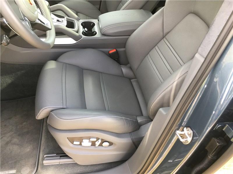 Porsche Cayenne Turbo S E-Hybrid Coupe 2020 кресло водителя